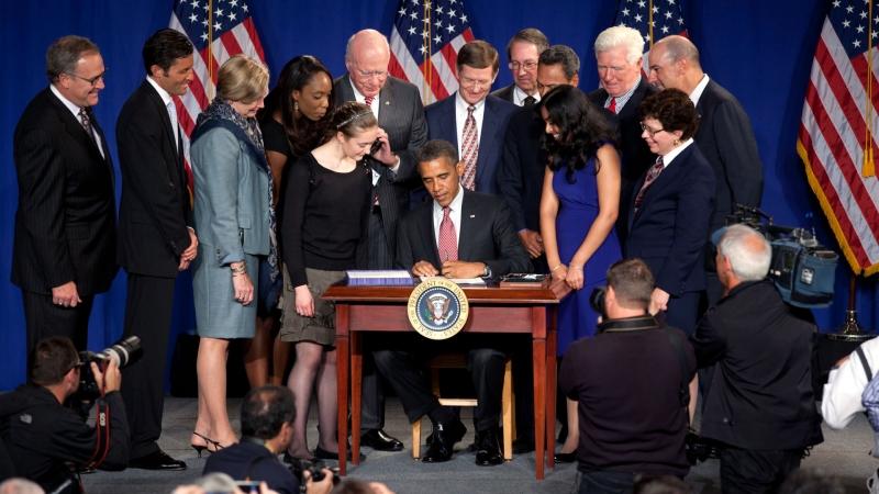 Präsident Obama unterzeichnet den 'America Invents Act' am 16. Sept. 2011
